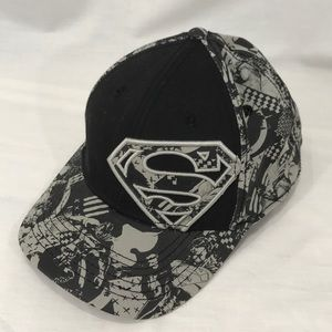 Superman Black & Gray Elastic Fitted Hat